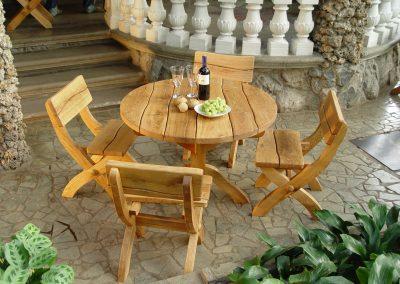 Lauko baldai. Apvalus stalas
