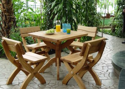 Lauko baldai. Kvadratinis stalas